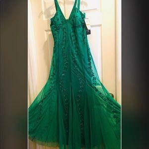NWT Emerald Beaded Chiffon Full Length Gown 14